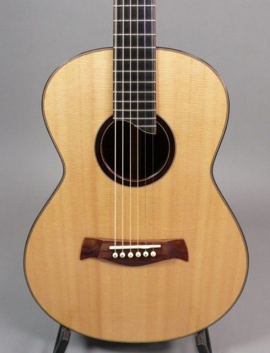 Sitka Spruce Top, Bound Fingerboard