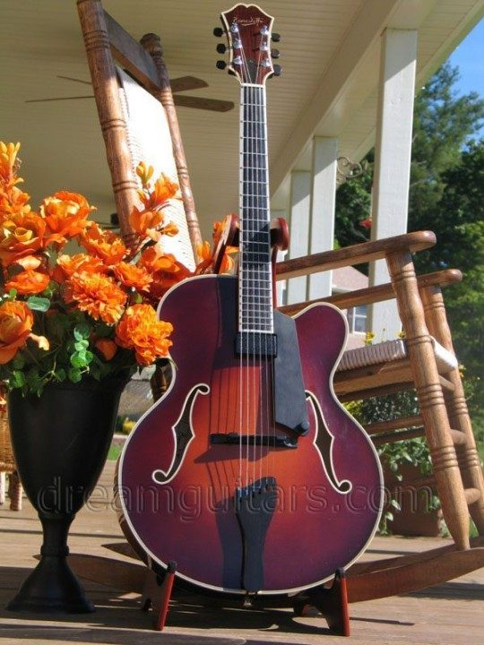 Benedetto Guitars Manhattan Archtop Guitar
