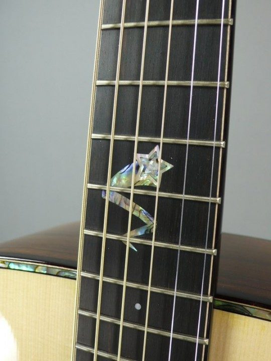 Dots with Shooting Star at 12th fret posiiton Inlay