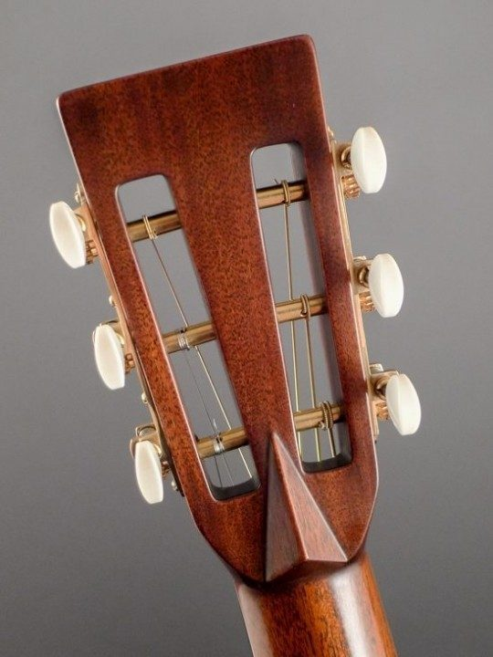 Waverly Brass Tuners With Grained Ivoroid Buttons