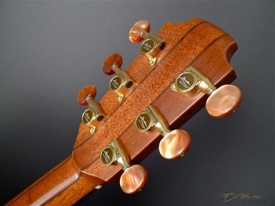 Lowden Gold With Pearloid Buttons Tuners