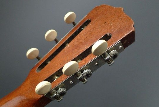 Three On A Plate Chrome with Antique Plastic Tuners