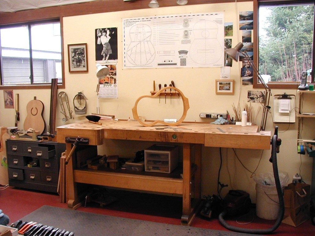 The luthier's workbench.